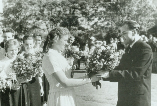 Vasilij Sukhomlinskij accepts flowers at graduation.